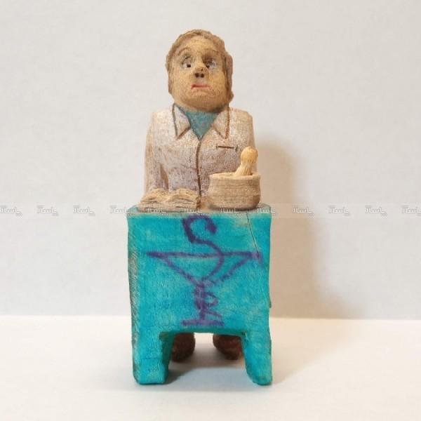 مجسمه چوبی ، آدمک چوبی ، داروساز ، دکتر داروساز ، داروسازی-تصویر اصلی