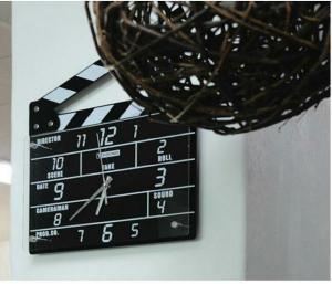 ساعت دیواری طرح ست فیلم