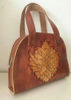 کیف زنانه چرمحکاکی شده