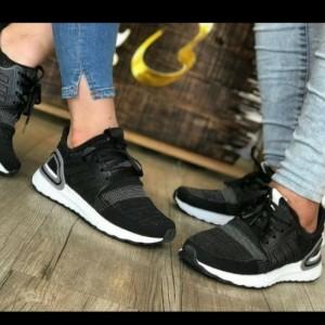 کفش کتانی راحتی adidas boost
