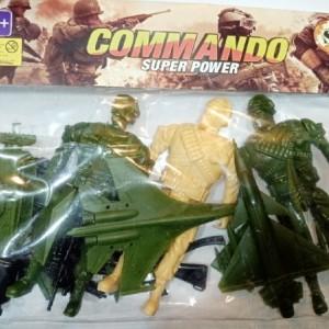 سرباز اسباب بازی همراه وسایل