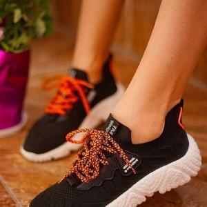 کفش کتونی بافتی اولترا بوست