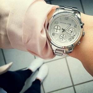 ساعت مچی عقربه ای زنانه مایکل کورس مدل MK5076-تصویر 2