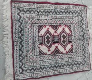 گبه پشمی دستباف.مناسب برای زیرپایی و روی صندلی