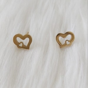 گوشواره زنانه مدل میخی طرح قلب کد hear110