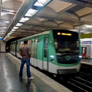 کاردستی مترو(قطار شهری) سبز رنگ-تصویر 3
