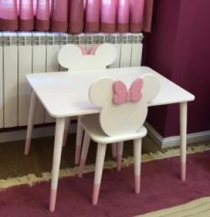 صندلی میکی ماوس و میز بزرگ