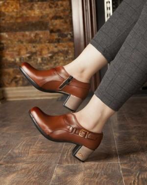 کفش پاشنه دار