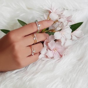 انگشتر زنانه تیدا کد : UN764