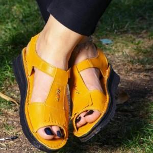 کفش صندل بند دار تمام چرم مدل لارا زرد