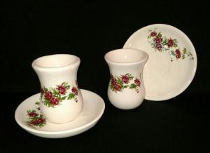فنجان و نعلبکی گل سرخی