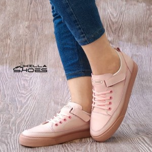 کفش کتانی زنانه چسبی صورتی با بند تزئینی