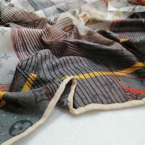 روسری نخ ابریشم دست دوز زنانه طرح مارک 8-تصویر 3