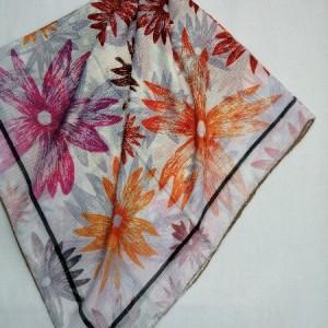 روسری نخ ابریشم دست دوز زنانه طرح گلهای بهاری 16