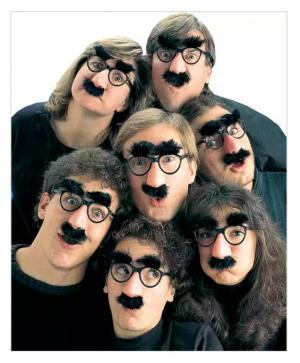 عینک سیبیل دار شوخی