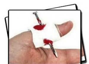 میخ در انگشت شوخی-تصویر 2