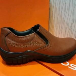 کفش چرم مصنوعی قهوه ای بدون بند مردانه آقای چرم