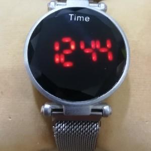 ساعت مگنتی ال ای دی شیک