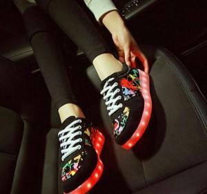 کفش چراغدار شارژی