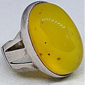 انگشتر عقیق خال دار زرد معدنی