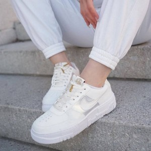 کفش کتونی زنانه نایک ایرفورس وان پیکسل