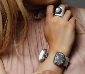 دستبند و انگشتر سنگ اصل سوارسکی لومیر