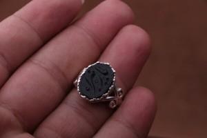 انگشتر عقیق مشکی خطی زنانه-تصویر 2