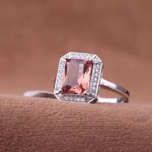 انگشتر الكساندريت جواهري