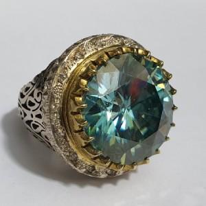 انگشتر غولپیکر منحصر به فرد الماس روسی یا موزانایت ۶۰ قیراطی