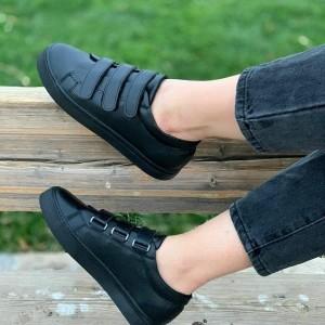کفش کتانی سه چسب
